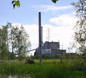 Sähköä tuottava voimalaitos (kuva: Mikko Heikkinen CC-BY-SA)